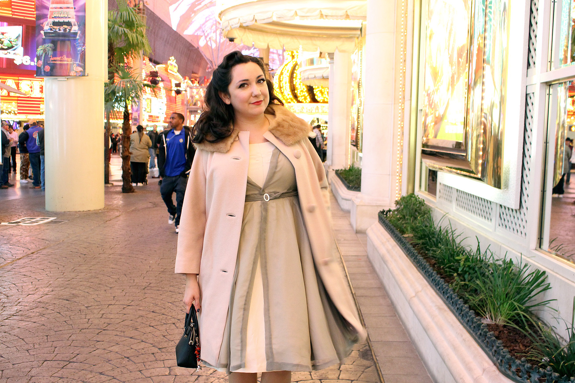 Pinup girl casual evening, Las Vegas, Simplicity 8252 | @vintageontap