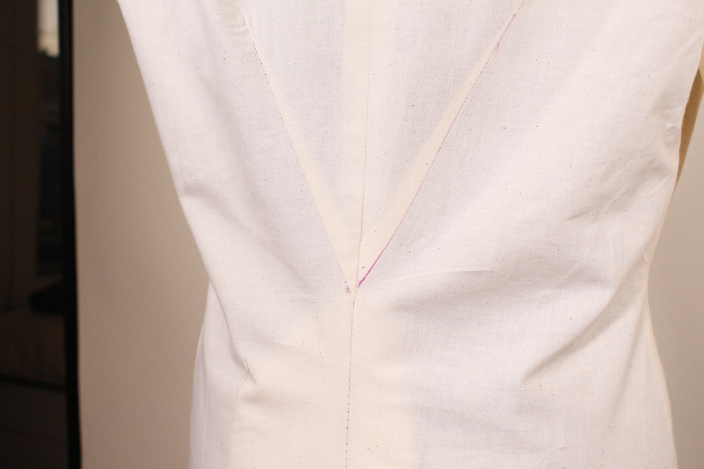 Center back dart for inverted pleat on Retro V9280. Muslin tutorial for sewing this garment to fit.   Vintage on Tap