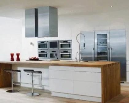 Remodelações de cozinhas com móveis revestidos em melamina.