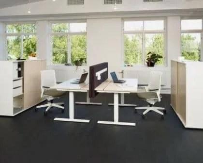 Remodelações de escritórios com pavimento fenólico.