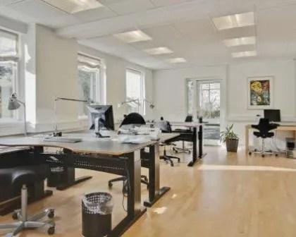 Remodelações de escritórios com muita iluminação.