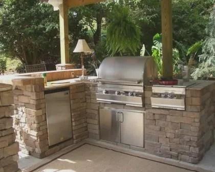 Remodelações de exteriores: construção de barbecue/churrasqueira.