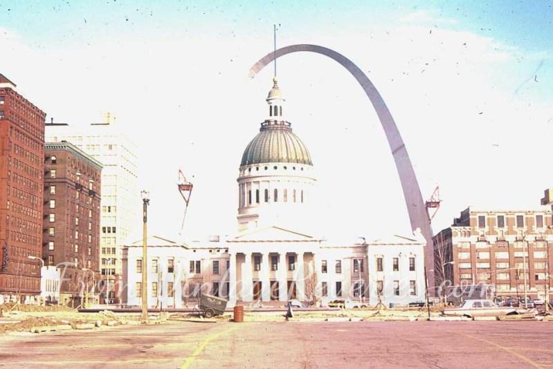 1960s gateway arch pic