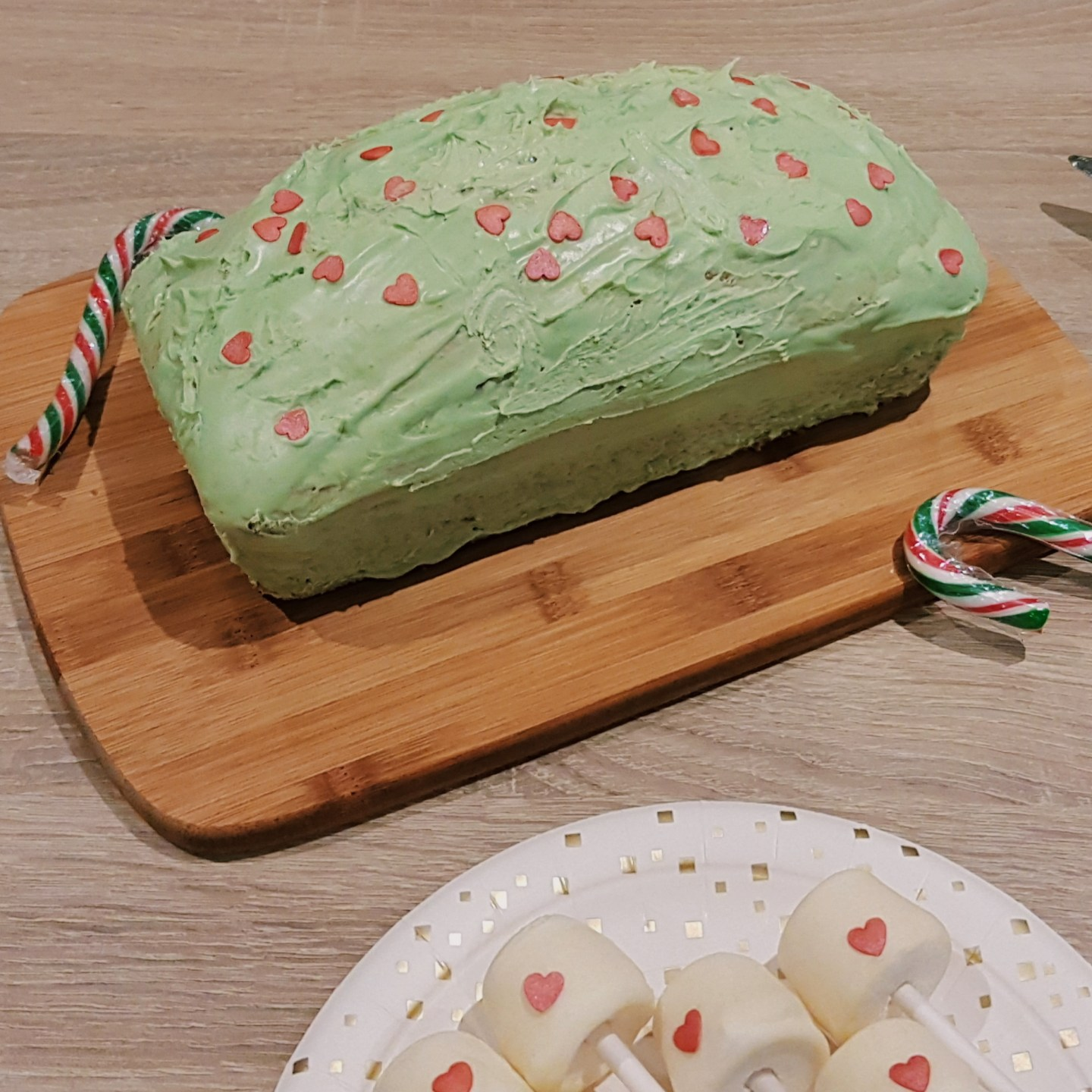 Grinch Themed Cake