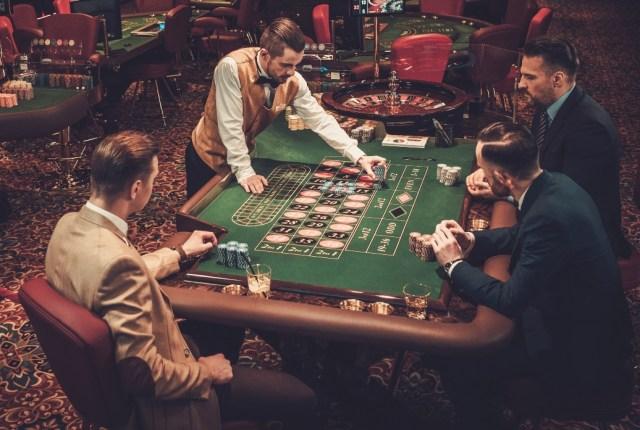\\proliant\stickyeyes\Internal\Creative Communications\Content\Shutterstock Images\Downloads\Old\Jan\25th Jan\888 Casino DE\Upper class friends gambling in a casino..jpg