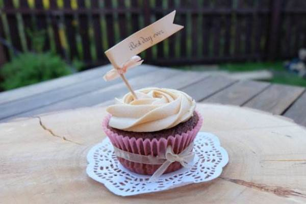 Etsy pretty cupcake with message flag via National Vintage Wedding Fair