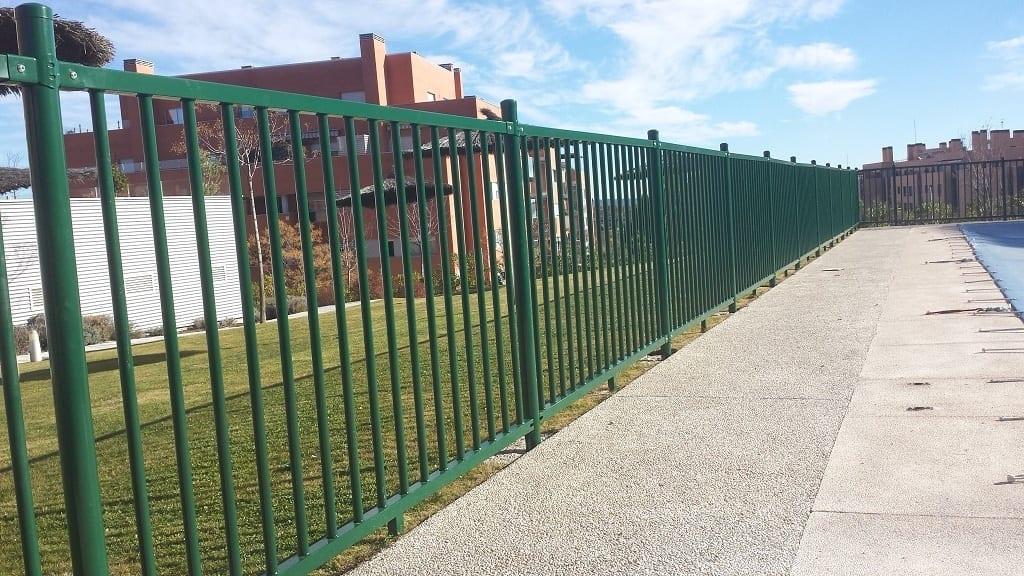 Vinuesa vallas cercados verja de barrotes para piscinas - Ocultacion vallas jardin ...