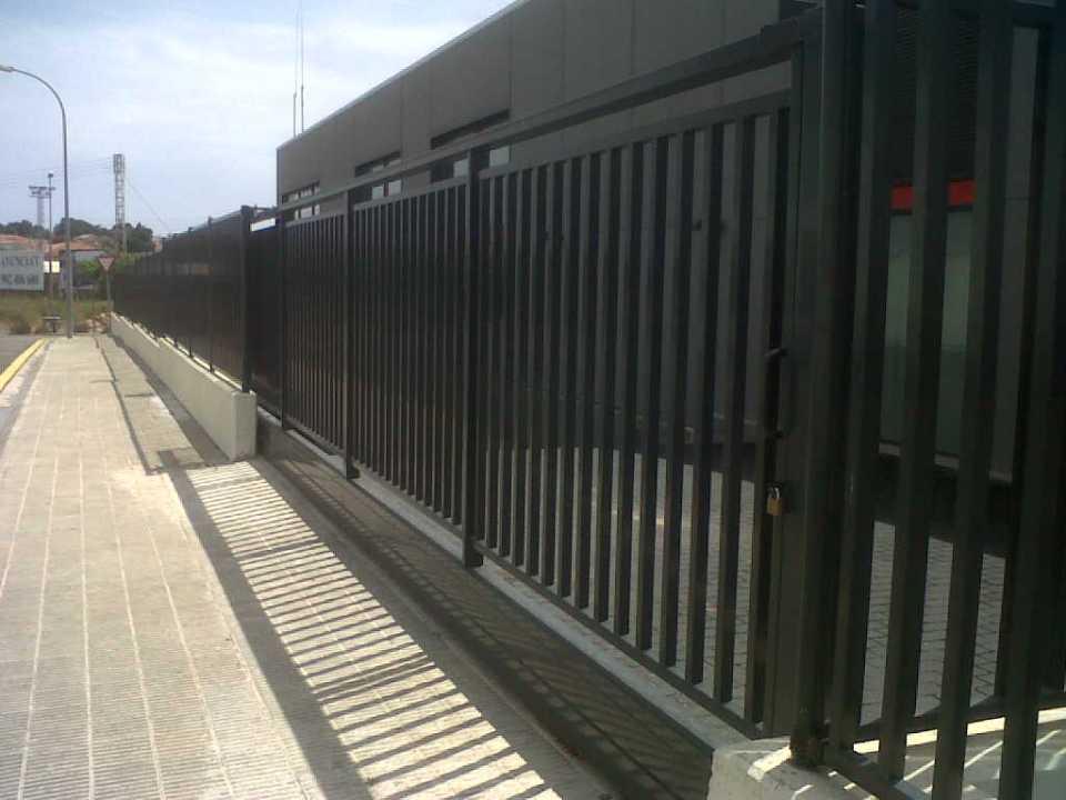 Modelo puerta residencial de barrotes