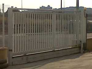 Puerta corredera de barrotes motorizada