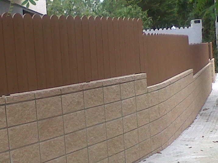 Vinuesa vallas cercados montaje de valla con lamas de - Vallas jardin pvc ...