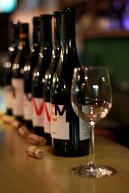poza cu sticle de vin