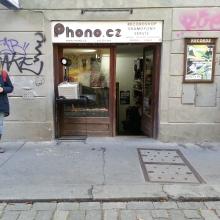 Eingang zu phono.cz in der Prager Neustadt