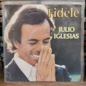 JULIO IGLESIAS - FIDÈLE (AMANTES) - LES DEROBADES (O ME QUIERES O ME DEJAS) 45LİK