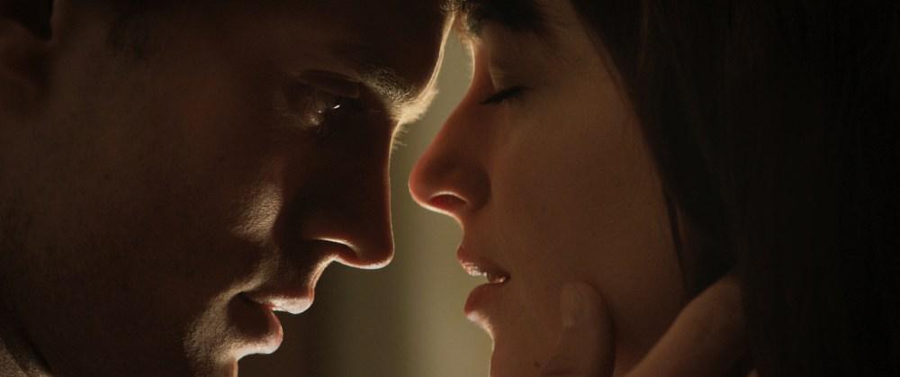 Cinquanta Sfumature di Grigio. Il film. Tutti lo criticano? #iono (5/5)