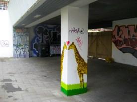 giraffes-kissing-street-art-reykjavik-iceland