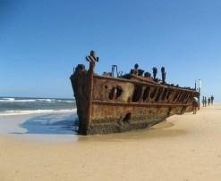 shipwreck-fraser-island-queensland-australia-750x619