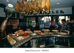 spain-basque-country-san-sebastian-aralar-bar-restaurante-in-old-quarter-A844H3