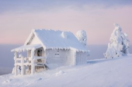 winter-snowed-in-cottage