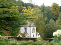autumn-Bodnant-garden5-north-wales-violet-skies