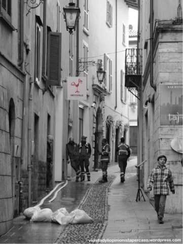 strada di Arona dopo la pioggia © violeta dyli 2014 copyright