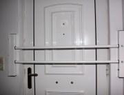 Μπάρες ασφαλείας για πίσω από πόρτα κυρίας εισόδου Βιομεταλουμίν. Μπάρες ασφαλείας για ανοιγόμενες πόρτες. Για να κοιμάσαι ήσυχος ακόμη και αν ξεκλειδώσουν την πόρτα σου.