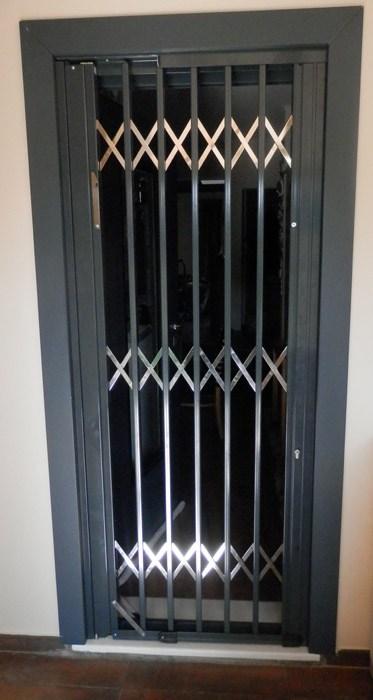 Πτυσσόμενη ασφάλεια με επικάλυψη αλουμινίου σε είσοδο Τ-120_INOX