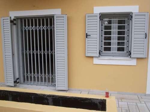 Κάγκελα πτυσσόμενα Τ-100 σε πόρτες και σε παράθυρα