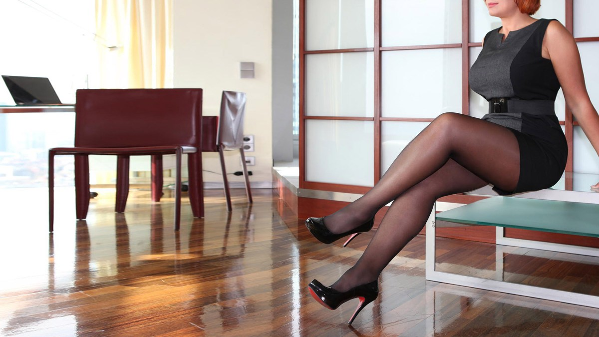 Sofia businesswoman and high class escort independent in Louboutin high heels during work break