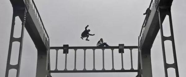 ドイツ人少年、観光でレインボーブリッジ支柱に登って逮捕