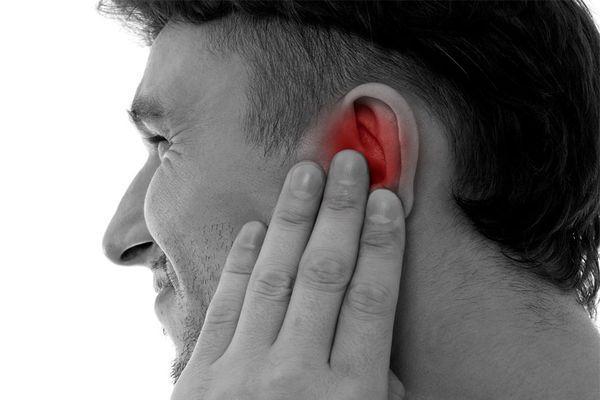 Булькает в ухе, но не болит. Почему булькает в ухе: возможные причины, способы решить проблему, необходимая предосторожность После отита булькает в ухе