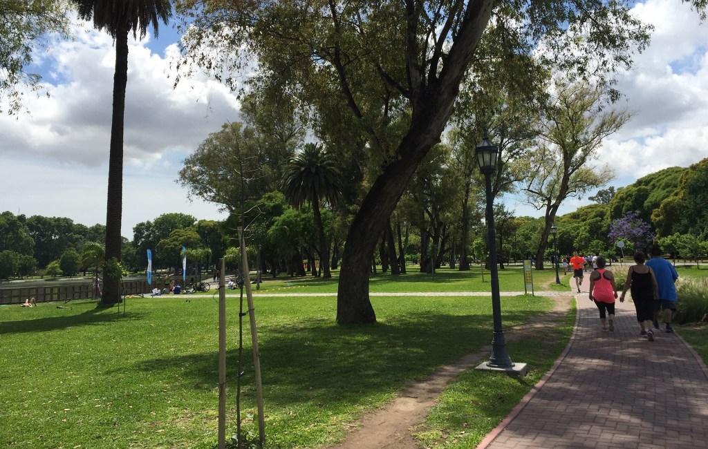 DIA SOLEADO EN LOS BOSQUES DE PALERMO