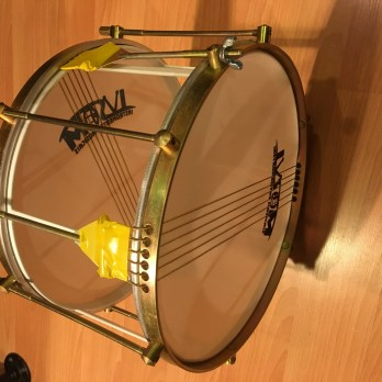 Ivsom Skeleton caixa with double strings, 12""