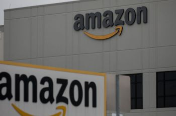 """""""Culture of workplace fear"""" leads to COVID-19 spread at Amazon, suit says"""