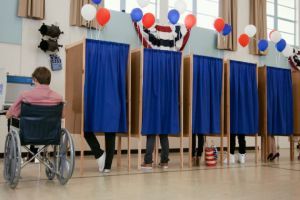 After Trump tweets Defcon hacking video, voting security experts call BS