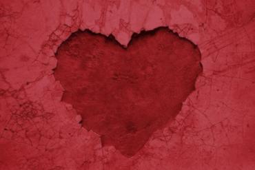 "VASSY debuts her latest dance anthem ""Concrete Heart"""