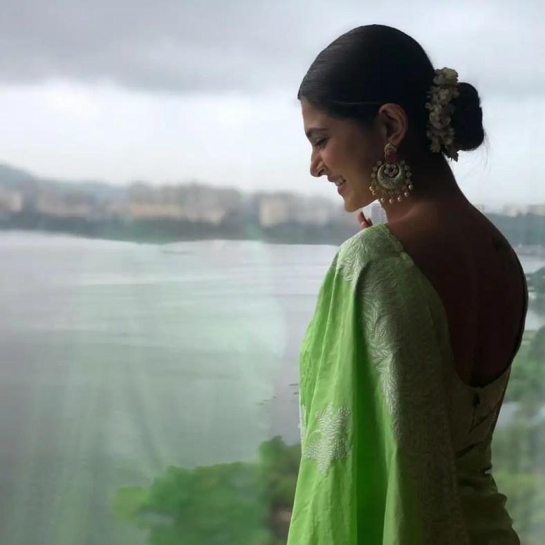 Jennifer Winget smile in ethnic green saree