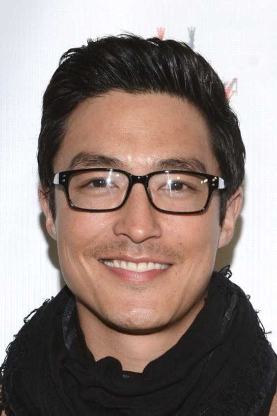 These Male Celebrities Wearing Their Glasses Will Make You ...