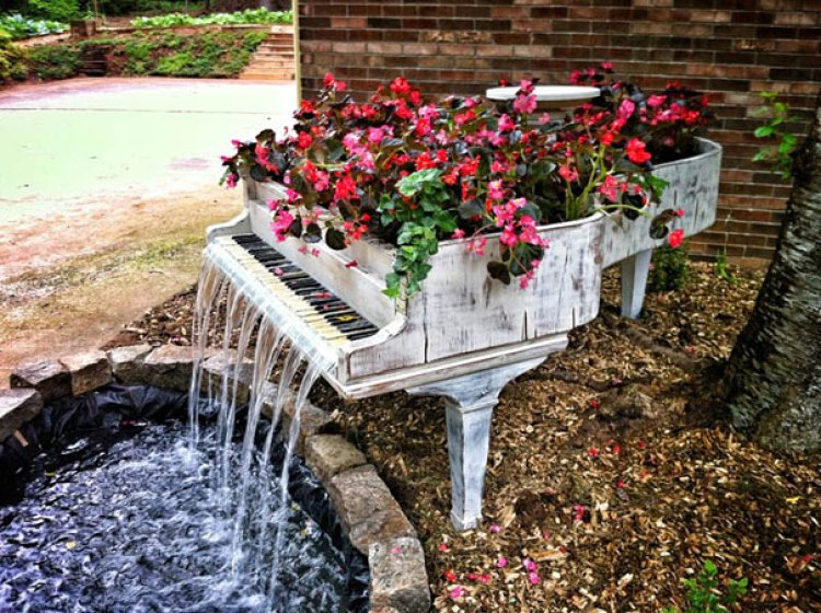 20. Old Piano Turned Into Outdoor Fountain