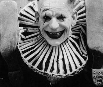 35. Vintage Photos Of Creepy Clowns