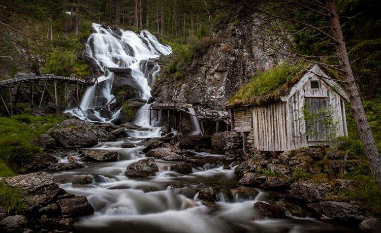 9-kvednafossen-waterfall-in-norway