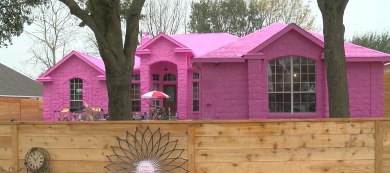 "Man Paints Dream House In his favorite color ""PINK""- publication hub- virallk"