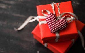 Новый год, подарок с сердечком