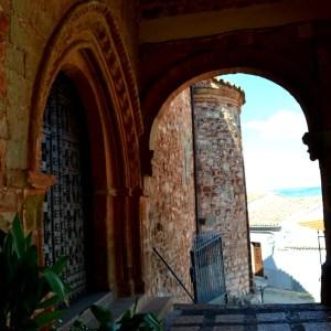 Templo y vistas de Santa María