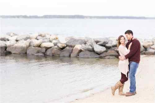 yorktown beach engagement photos