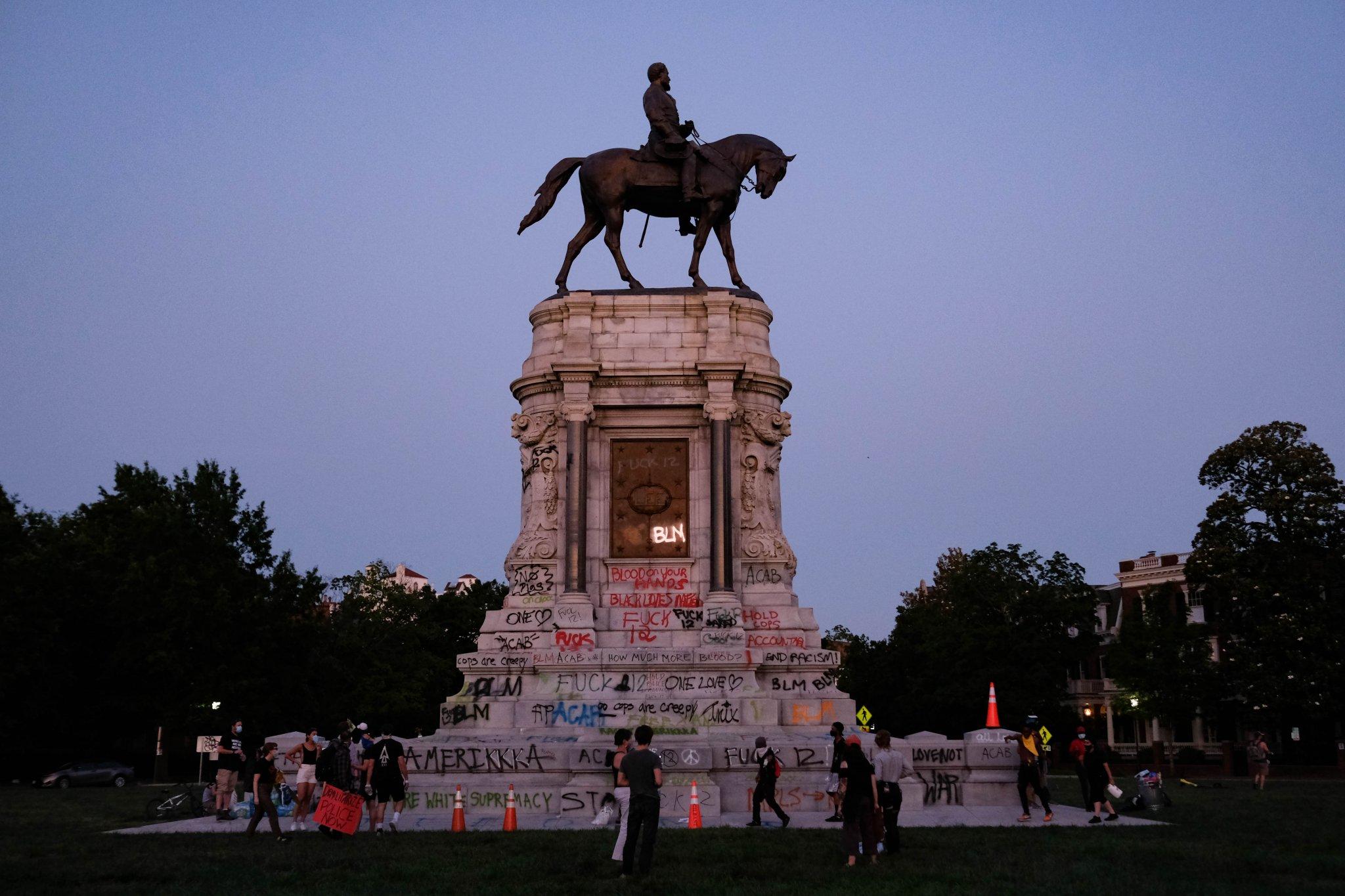 Lee_monument