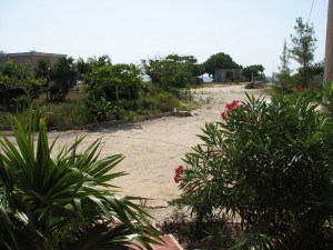 WALK TO THE BEACH  FROM  HOUSE