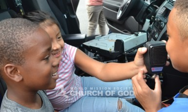 The children were able to see the inside of one of the cop cars.