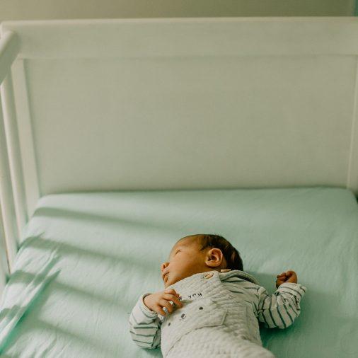 Virginie M. Photos-séance à domicile-bébé-naissance-lifestyle-amour-famille-photographe Lille-Nord-Lille-photos-nouveau né (5)