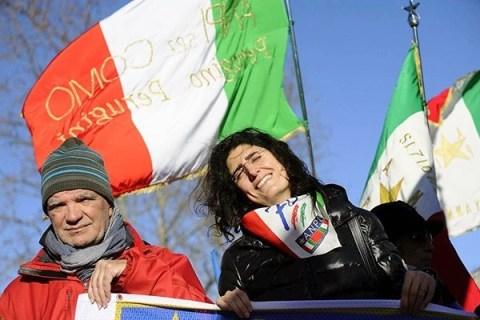 """""""Bella ciao"""" accoglie la manifestazione anti-fascista a Como: presenti Renzi, Delrio e Boldrini"""