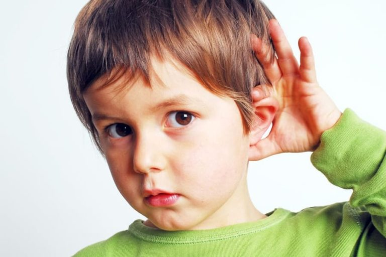 Douleur à l'oreille d'un enfant
